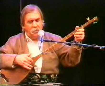 Ostad Taher Yarveysi plays on Kurdish Tanbur